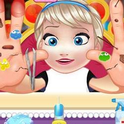 Baby Elsa Hand Doctor - A serious accident with Elsa's hand
